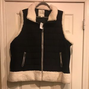 Hood Puffer Vest with Faux Fur Trim. Size 4x